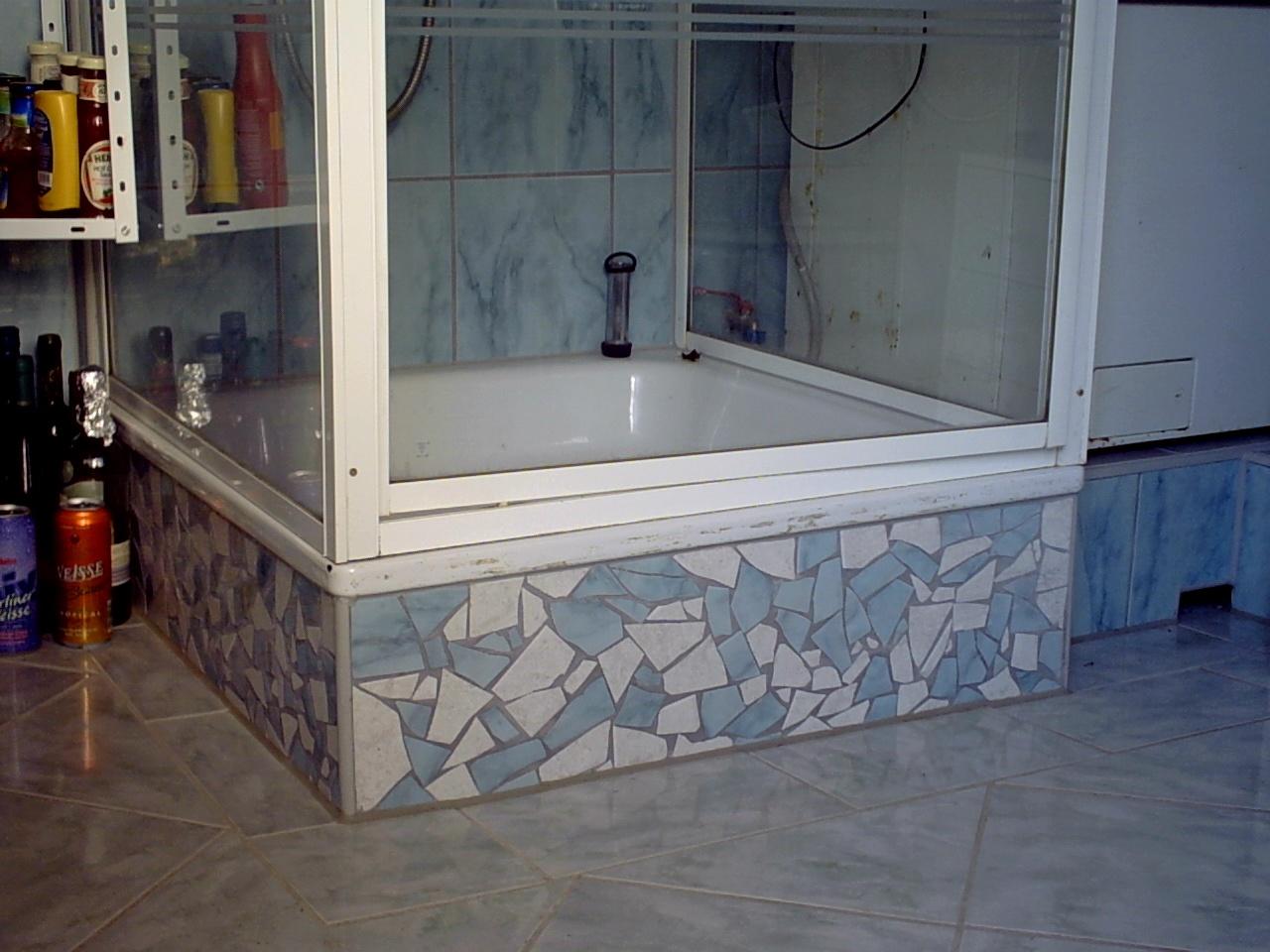 Dusche mit Mosaik von den Wandfliesen eingefliest - FLISA ...